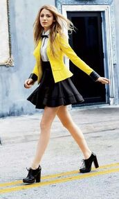 yellow coat,yellow blazer,serena van der woodsen,blake lively,skirt,blouse,shoes,jacket,fashion,high heels,style,gossip girl,shirt,yellow skirt,back to school,school uniform,yellow,leather,preppy
