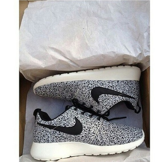 dotted black and white colorful nike running shoes nike roshe run sneakers nikes