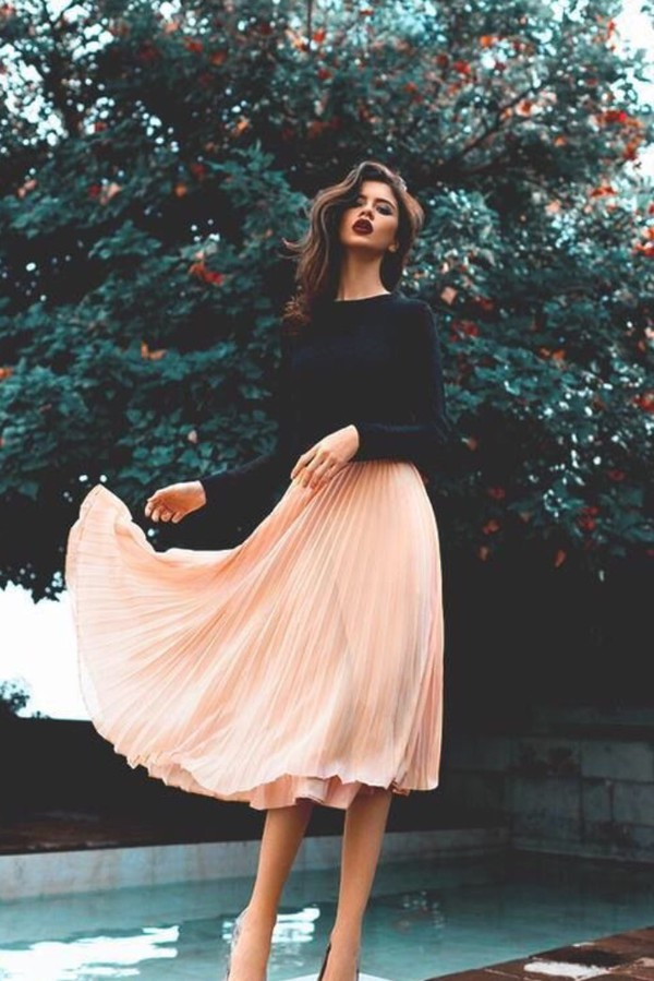 skirt spring pink pleated shirt black long sleeves long skirt crop tops black sweater pink skirt blouse long midi skirt pleated midi skirt sweater clothes boho pale nude chic french girl style high heels pleated skirt black shirt pink midi skirt blogger