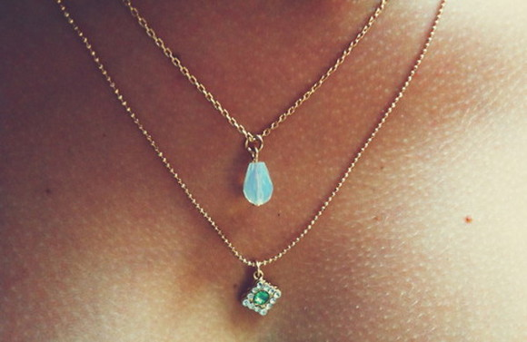 jewels necklace dainty necklace gems blue green jewelrs turquoise necklace cute gold diamonds stone shiny chain tie die thing teal aqua necklaces bling accessories pale blue crystals jewelry turqoise double chain necklace blue necklace gold chain small chain . bracelet indie boho