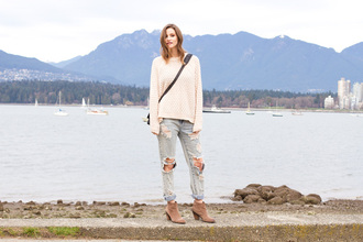 styling my life blogger knitted sweater ripped jeans sweater jeans shoes bag