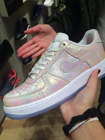 nike sneakers nike running shoes shoes nike air holographic shoes holographic unicorn style fashion tumblr outfit cute shoes