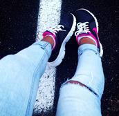 shoes,nike,magenta,black,blue,white,sportswear,sporty,running shoes,running,fashion,glamour,sexy,sexual