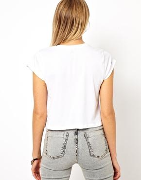 ASOS Petite | ASOS PETITE - T-shirt court avec manches à revers chez ASOS