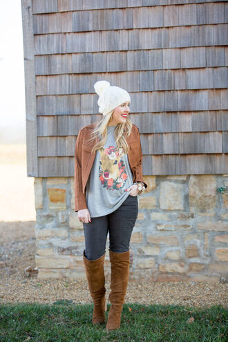 pearls&twirl blogger top jacket jeans shoes jewels winter outfits brown jacket beanie knee high boots brown boots