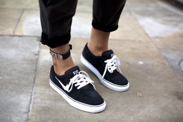 shoes black white nike trainers nike shoes black shoes cool jeans tumblr sportswear black and white nike jjanoskii