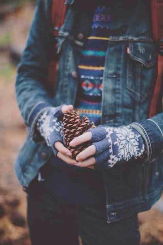 sweater jumper jacket denim hipster tumblr winter outfits fall outfits gloves fingerless cute teenagers sweet warm cozy pattern aztec knitted gloves