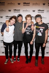 t-shirt,luke hemmings,5 seconds of summer,calum hood,ashton irwin,michael clifford,mens t-shirt,black