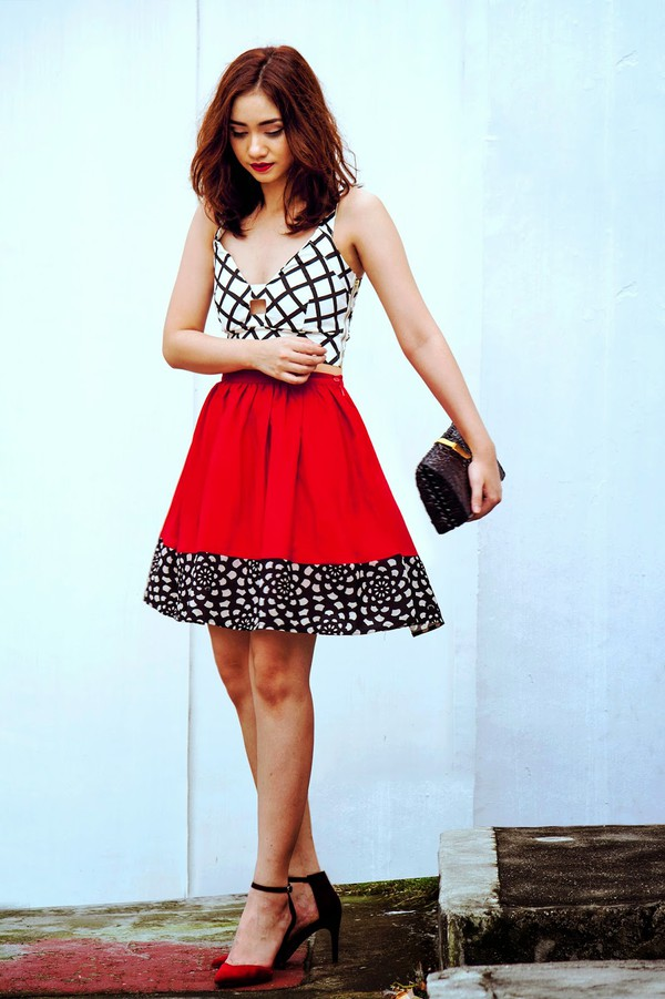 brewing happiness blogger top skirt shoes