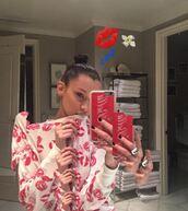 sweater,bella hadid,lip print,instagram,phone cover