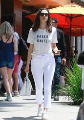 top,jeans,white,white jeans,sneakers,emmy rossum,streetstyle,casual
