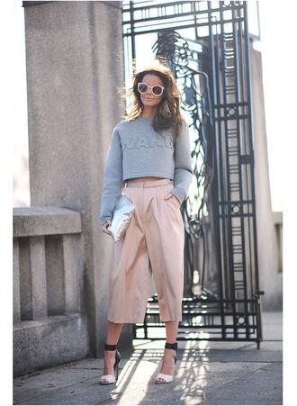 stylista blogger sweater bag shoes sunglasses