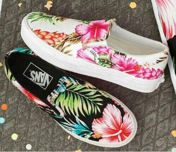 e64ba9e3ce Vans Classic Slip-On Hawaiian Floral Black  Amazon.fr  Chaussures et ...