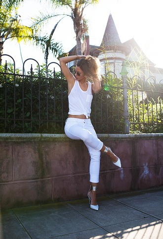 blogger tank top white tank top pointed toe white jeans pants