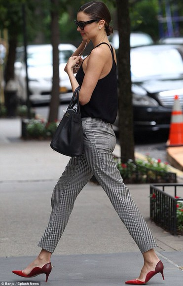 miranda kerr black houndstooth pants checkered red shoes shoes
