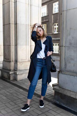 shoes navy blue trenchcoat white shirt jeans black bag black sneakers blogger