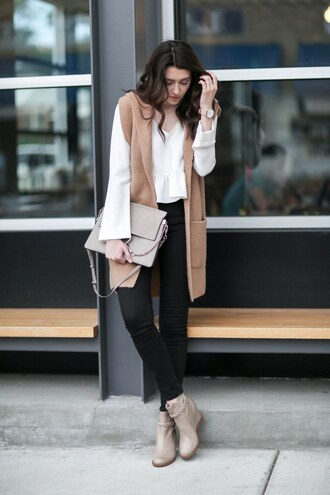 themiddlecloset blogger cardigan shoes blouse jeans bag dress sleeveless sleeveless coat white top long sleeves clutch black jeans skinny jeans ankle boots nude boots