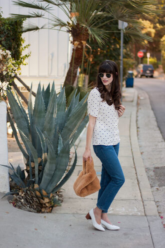 jeans and a teacup blogger blouse jeans bag shoes sunglasses jewels fall outfits pumps furry bag