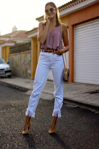 marilyn'scloset blogger pants shoes top sunglasses bag jewels fall outfits pink top shoulder bag white pants pumps
