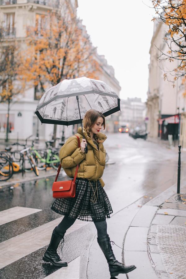 jacket tumblr mustard puffer jacket umbrella skirt tights opaque tights boots black boots bag red bag