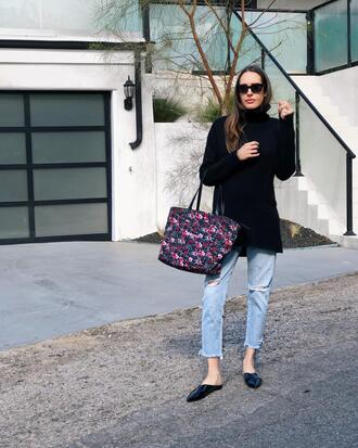 louise roe blogger bag sweater jeans sunglasses turtleneck sweater slippers tote bag
