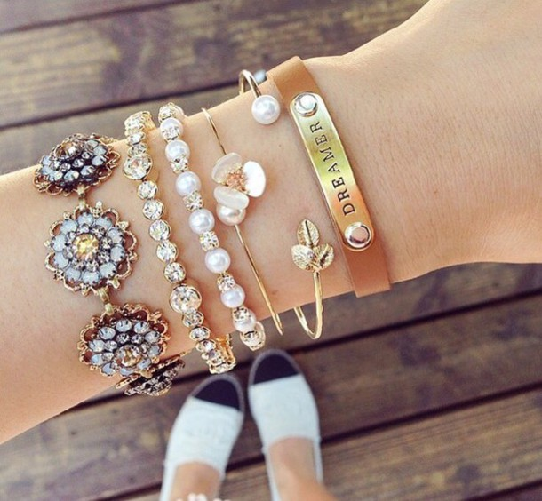 jewels 2015 jewelry hand jewelry gold jewelry jewelry bracelets jewelery bracelets charm bracelet gold bracelet gold gold bracelet gold bracelet pearl white pearls diamonds diamond supply co. diamantes flowers flowered instagram instagram instagram fashion girl girly girly wishlist