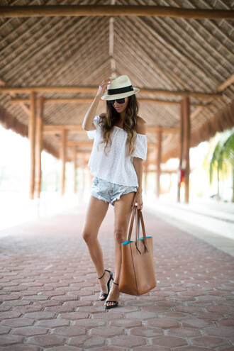 maria vizuete mia mia mine blogger shorts top shoes sunglasses hat bag