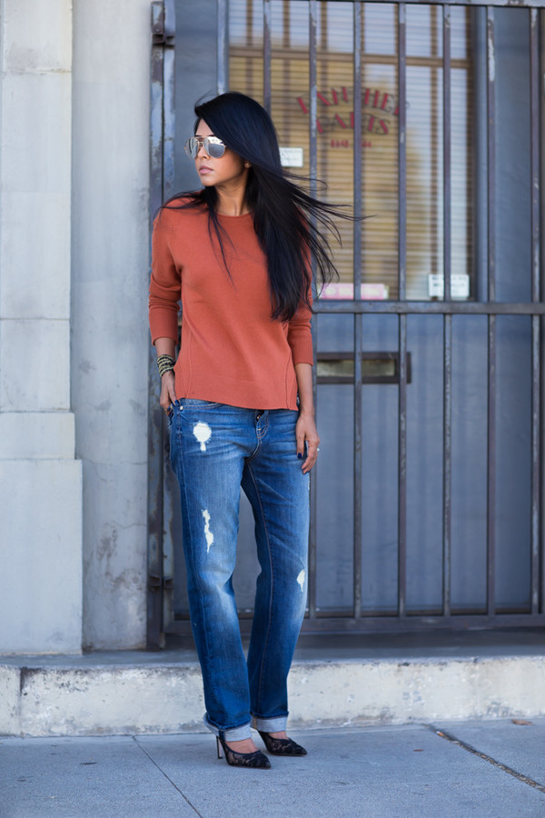 walk in wonderland blogger top jeans jewels sunglasses