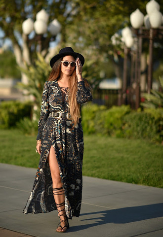 vanessa balli blogger belt double buckle belt black belt black hat white sunglasses hat slit dress maxi dress printed dress long sleeves gladiators sandals flat sandals black sandals spring outfits boho chic