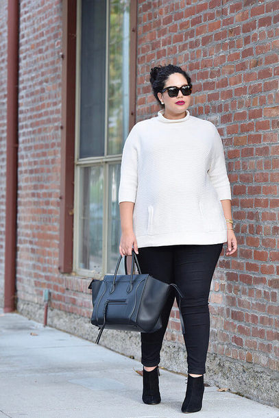 girl with curves blogger sweater jeans shoes bag jewels sunglasses make-up