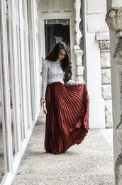 sunshine&stilettos,blogger,sweater,skirt,jewels,bag,shoes,make-up,pleated skirt,red skirt,clutch,grey sweater,winter outfits