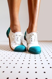 shoes,oxfords,cap toe shoes,blue,saddle shoes,blue and white,aqua,white,teal,teal and white,vintage,vintage boots,lace