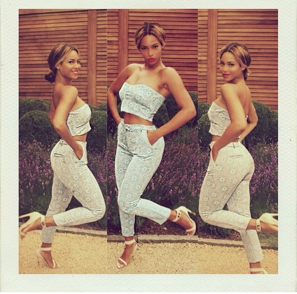 top pants beyonce fashion beyonce 2 piece outfit bustier crop tops highwaisted pants blue floral