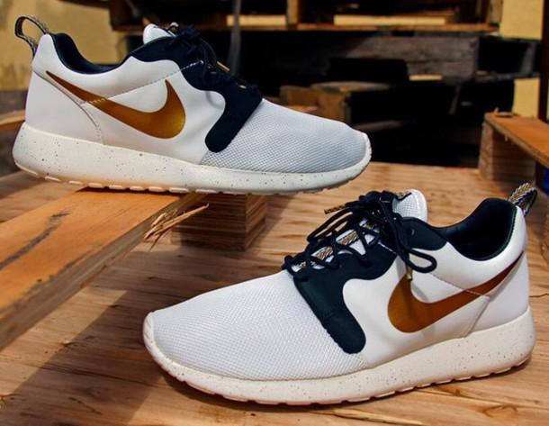 shoes roshe runs gold white black sporty tumblr so fetch trendy