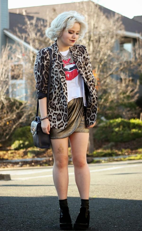broke hell blogger leopard print blazer mini skirt lips satchel bag
