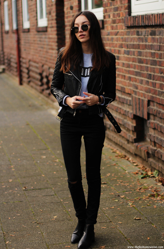 the fashion cuisine blogger sweater rock black jeans round sunglasses