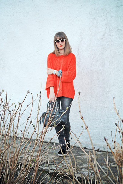summer crush blogger sweater jeans sunglasses orange