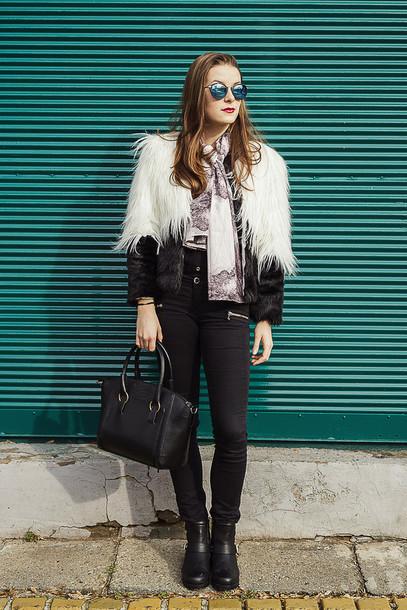 iemmafashion blogger fluffy black bag