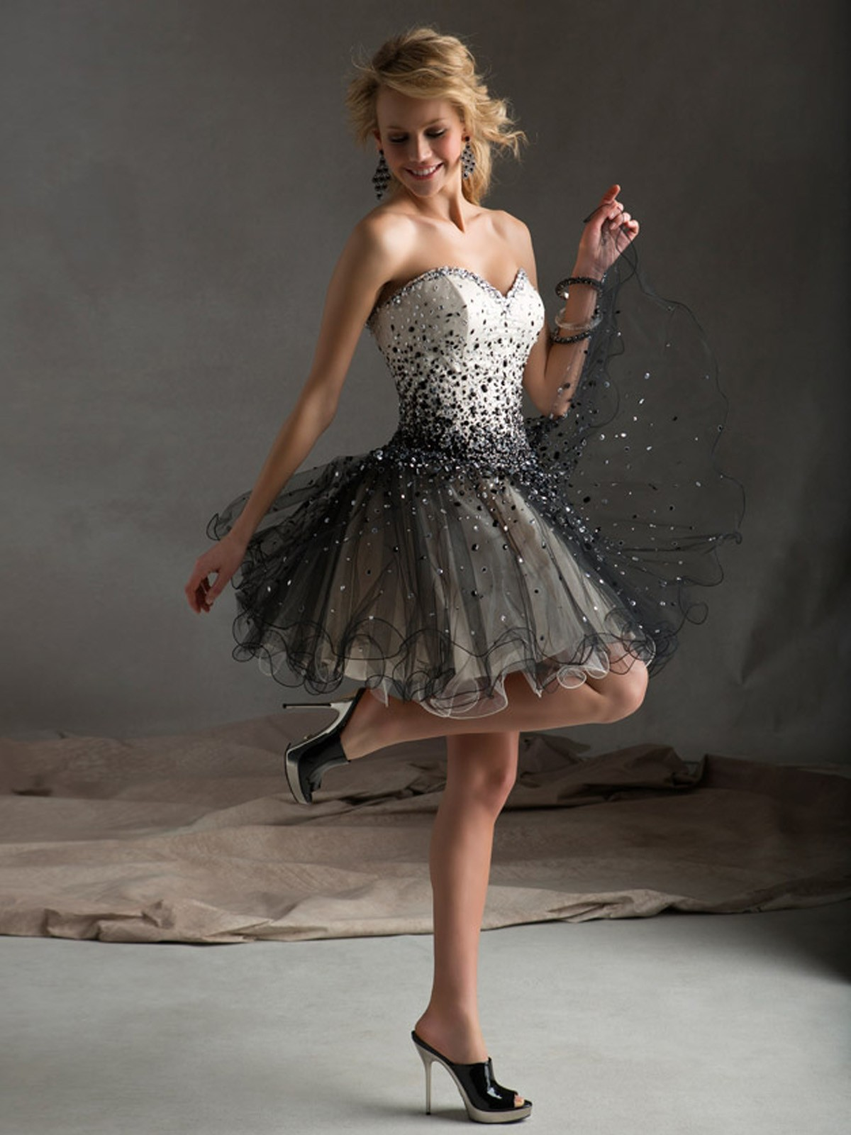 Sweetheart Short Black Beading Organza A Line Cocktail/Homecoming Dress Oss0004