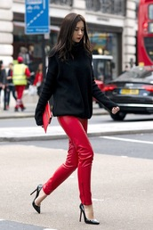 le fashion image,blogger,sweater,bag,pants,black sweater,red pants,high heel pumps,pumps,red bag,clutch,leather leggings,chic,nordstrom,faux leather,missguided,red leather pants,tumblr,leather pants,pointed toe pumps,black heels,high heels,pouch