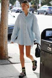 top,stripes,striped shirt,hailey baldwin,model off-duty,oversized,streetstyle,boots,casual