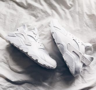 shoes fashion style nike white white shoes white nikes sportswear sports shoes huarache white sneakers
