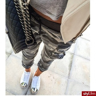 shoes white gold cap toe flat sneakers idk fly dope streetstyle girl city style gissuppes