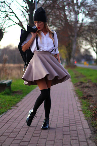 skirt shirt beige skirt shoes knee socks zara sylwia majdan black hat toque white shirt suspenders hat