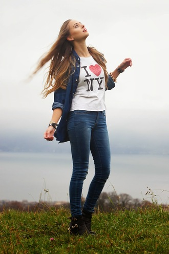 blogger jeans koko luxe graphic tee denim shirt