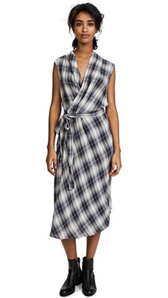 Vince dress wrap dress sleeveless plaid