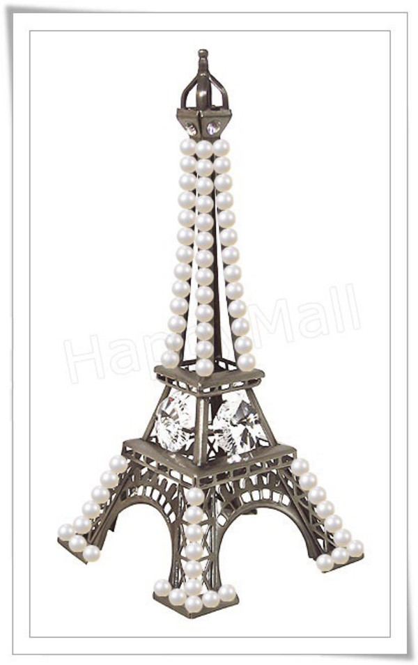 Paris themed decor ideas with eiffel tower miniatures for Eiffel tower decorations for the home