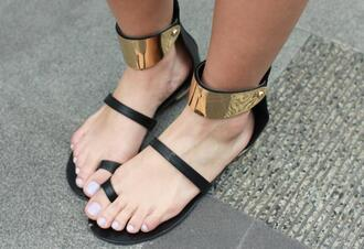 shoes sandals black flats black sandals gold beach shoes flat sandals summer flats metallic gold hardware black gladiators straps strappy gold sandals gold plate strappy sandals ankle cuffs zara