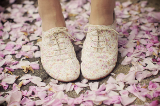 shoes floral tumblr ariana grande cute quick flowers girly pink fancy oxfords flats summer spring pretty laces pumps