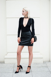 blogger,skirt,bag,shoes,mini skirt,leather skirt,black top,long sleeves,plunge v neck,black bag,black heels,all black everything